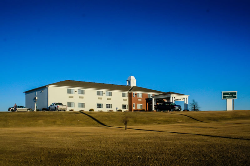 Mount Ayr Inn & Suites